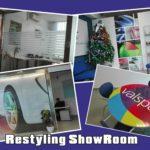 Le MAXISTAMPE applicate a vetro (One Way) ed a parete con le nuove pellicole WALL; il restyling dello ShowRoom con le vetrofanie sabbiate e le pellicole WRAP.